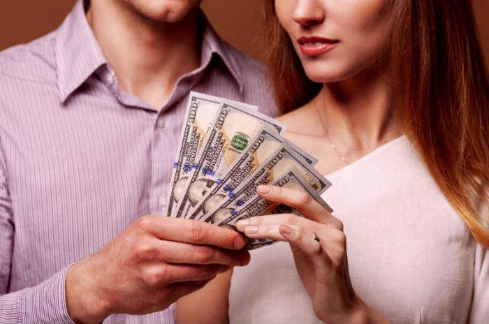 Должен ли парень платить за девушку