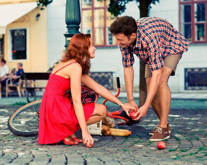 как познакомиться с девушкой старше тебя на много