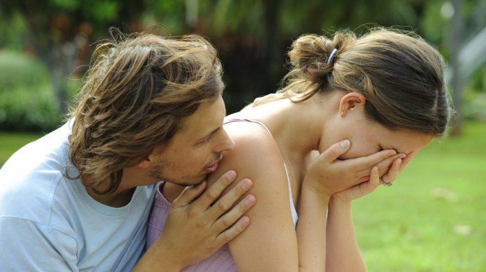 Как успокоить и утешить девушку?