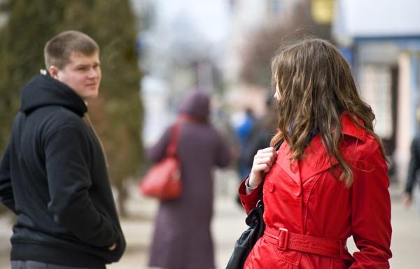 девушки бояться знакомиться на улице