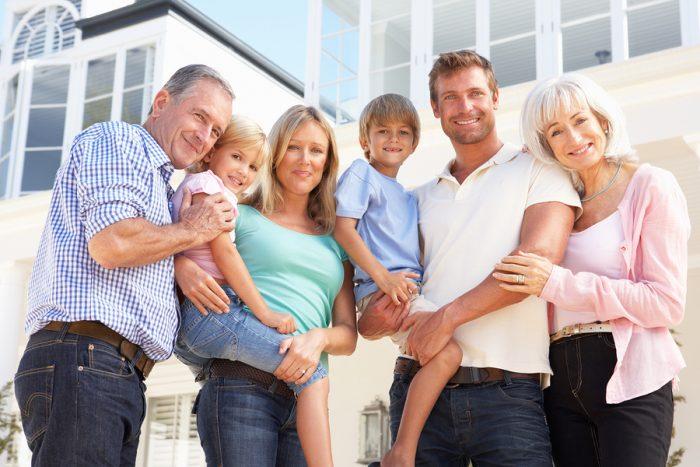 Плюсы и минусы семейной жизни в доме родителей