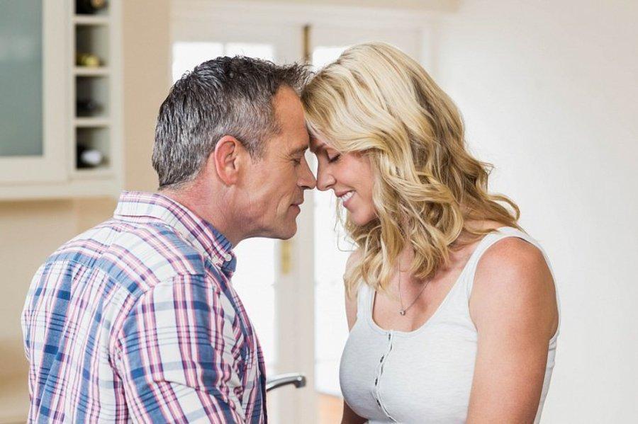 Секс мужчина старше видео ответ