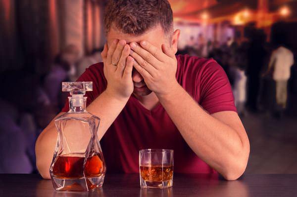 По пьяни хочется позвонить или написать бывшей – почему и что делать?