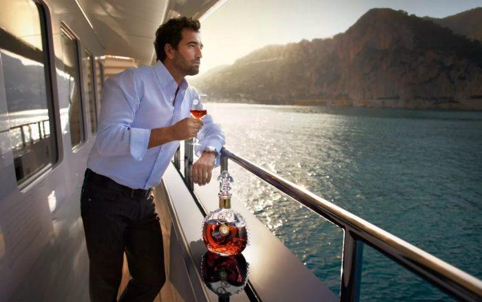 мужчина на корабле