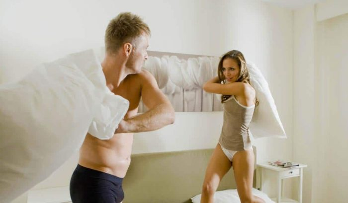 Обсуждают ли девушки, какие их парни в постели