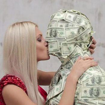 мужчина должен зарабатывать деньги и обеспечивать родственников